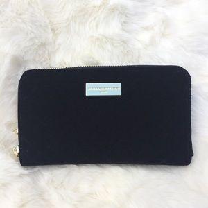 〰️Adrienne Vittadini〰️Quilted Velvet Wallet